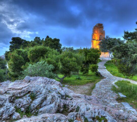 Filopappou Tepesi ve Anıtı