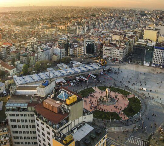 Taksim Meydanı & Cumhuriyet Anıtı