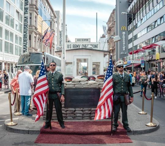 Charlie'nin Kontrol Noktası (Checkpoint Charlie)