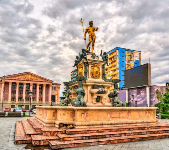 Tiyatro Meydanı – Neptün Heykeli