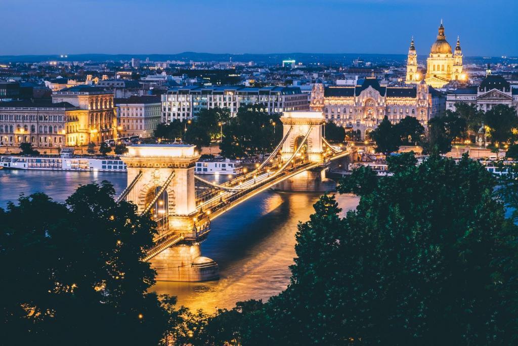 Budapeşte: Zincirli bir köprüyle bağlı iki şehir