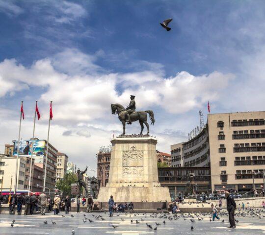 Ulus Meydanı ve Atatürk Heykeli