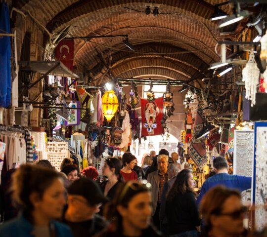 Tarihi İzmir Kemeraltı Çarşısı