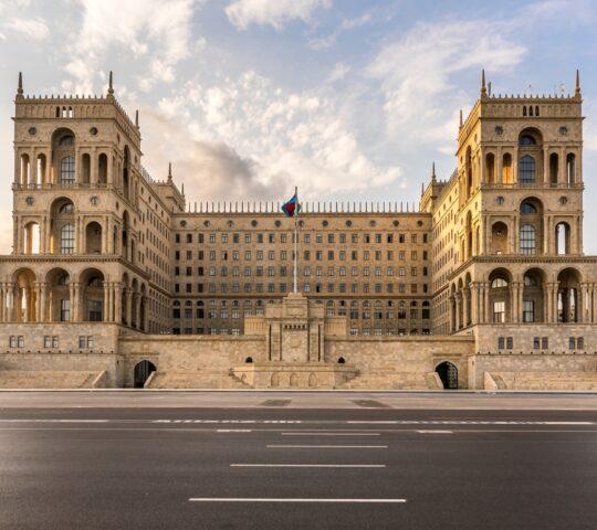 Azerbaycan Hükümet Binası ve Azatlık Meydanı