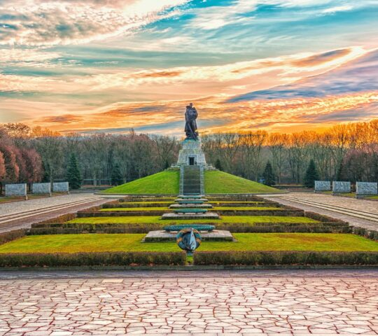 Treptower Parkı ve Sovyet Savaş Anıtı